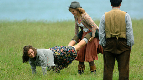 Foto de Primeras imágenes de 'The Edge of Love', con Keira Knightley y Sienna Miller (7/19)