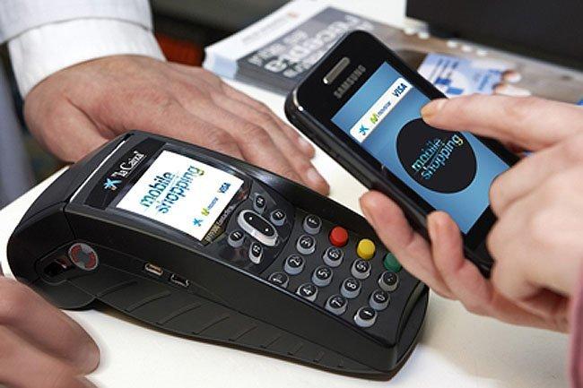 Pagando en un comercio gracias a NFC