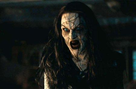 Famke Janssen como la poderosa bruja a la que se enfrentan Hansel y Gretel