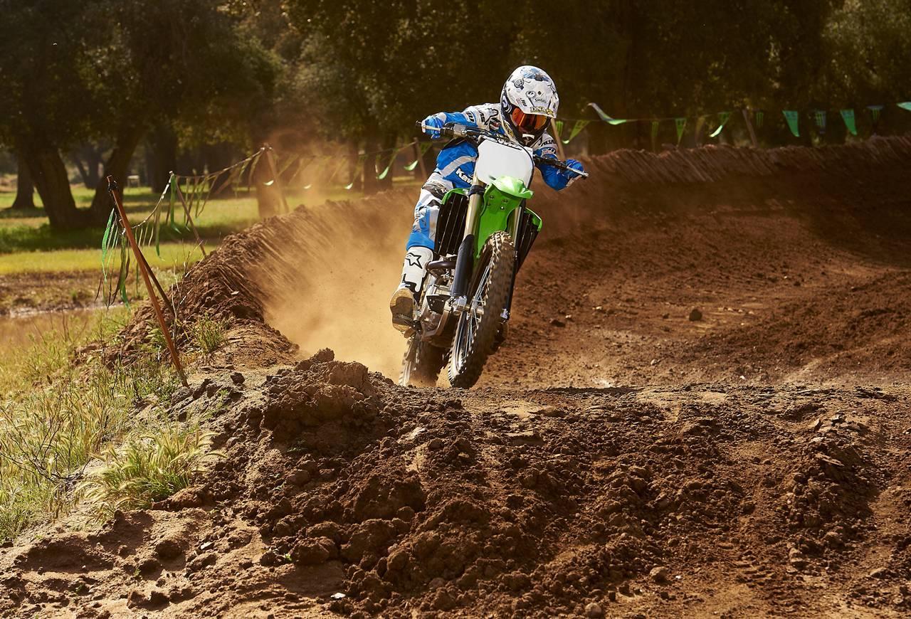 Foto de Nueva Kawasaki KX450F 2013: de la experiencia del AMA Supercross y Motocross a tu garaje (Acción) (8/42)