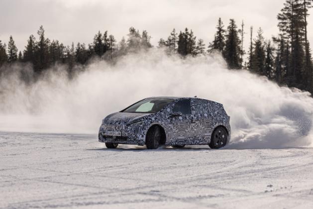 El eléctrico CUPRA Born apura su puesta a punto a -30ºC derrapando sobre la nieve en este vídeo