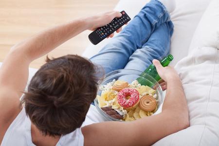Estos son los efectos que causan en tu organismo las sustancias adictivas como el alcohol, el azúcar o la teobromina