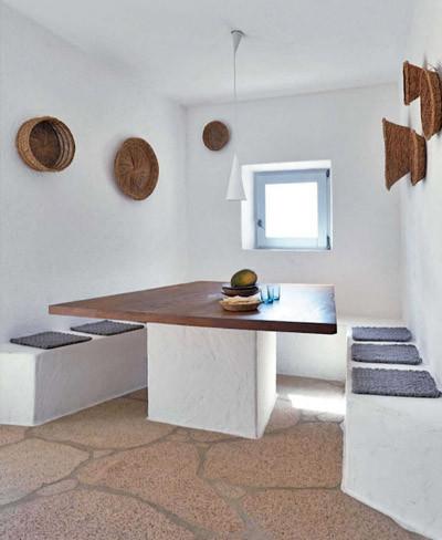 Una casa sin muebles en cerde a for Muebles de obra rusticos