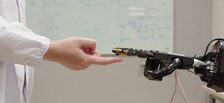 """AiFoam es una """"espuma inteligente"""" para que los robots tengan sentido del tacto (y se repara sola)"""