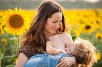 """""""No hay evidencia científica de ningún daño por dejarle mamar al niño los años que quiera"""", entrevista a Kathy Dettwyler"""