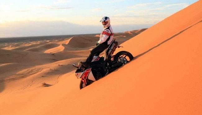 Peterhansel en las dunas de Marruecos