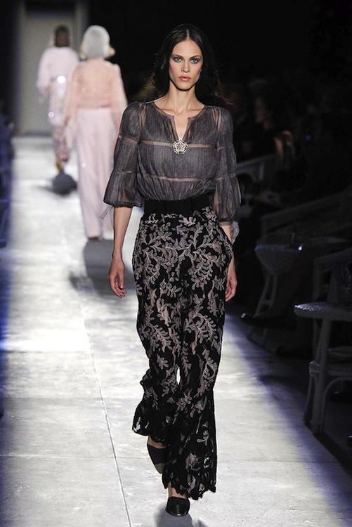 Foto de Chanel Alta Costura Otoño-Invierno 2012/2013: rosa, gris, brillos y nuevo vintage (46/61)