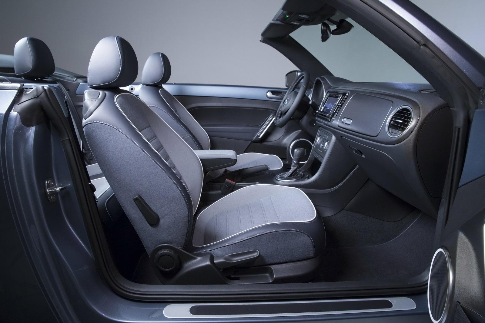 Foto de Volkswagen Beetle Cabrio Denim Edition (9/17)