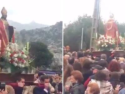 Esta procesión bailando a Raphael es la mejor prueba de que en España no nos tomamos nada en serio