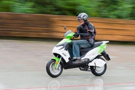 Una Scooter eléctrica checa hace 1.136 km en 24 horas