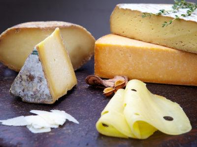 ¿Se come la corteza del queso?
