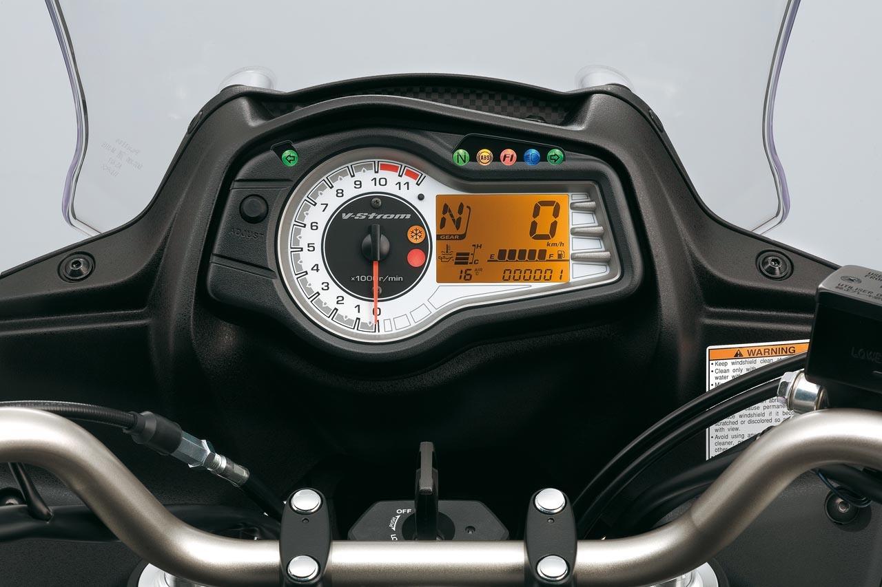 Foto de Suzuki V-Strom 650 2012, fotos de detalles y estudio (27/50)