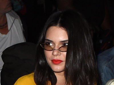 Kendall Jenner deja la superstición a un lado con este sexy jumpsuit amarillo