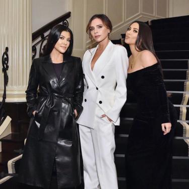 El traje de chaqueta blanco de más de 2600 euros que Victoria Beckham ha elegido para encontrarse con Kim y Kourtney Kardashian