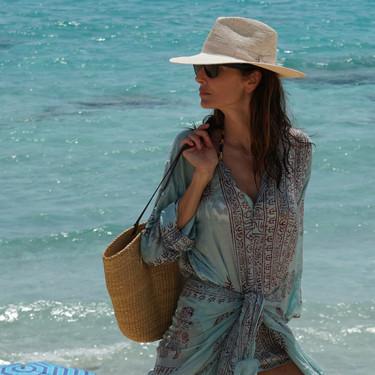 El kurta pakistaní podría sustituir a los pareos en tu próxima escapada a la playa: palabra de Eugenia Silva