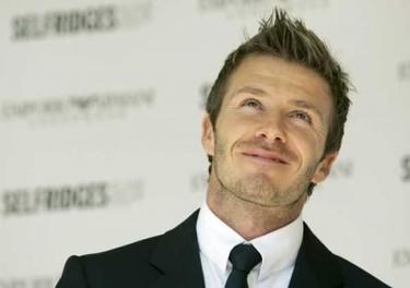 Venden un cuadro con la huella del pie de Beckham por más de 300.000 euros