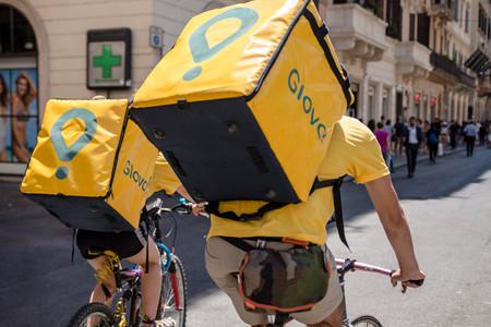 ¿Son los repartidores de Glovo y Deliveroo sus trabajadores? Aclarando el lío de sentencias