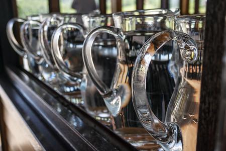 """La hostelería y la industria, en contra del agua de grifo gratis: servir jarras es """"regalar un trabajo"""" y promover fuentes públicas """"incomprensible"""""""