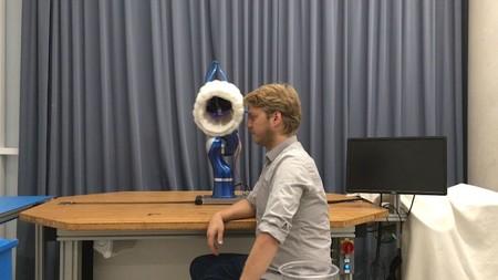Robots con airbags: así es como buscan que las máquinas trabajen en armonía con los humanos (y no los maten)
