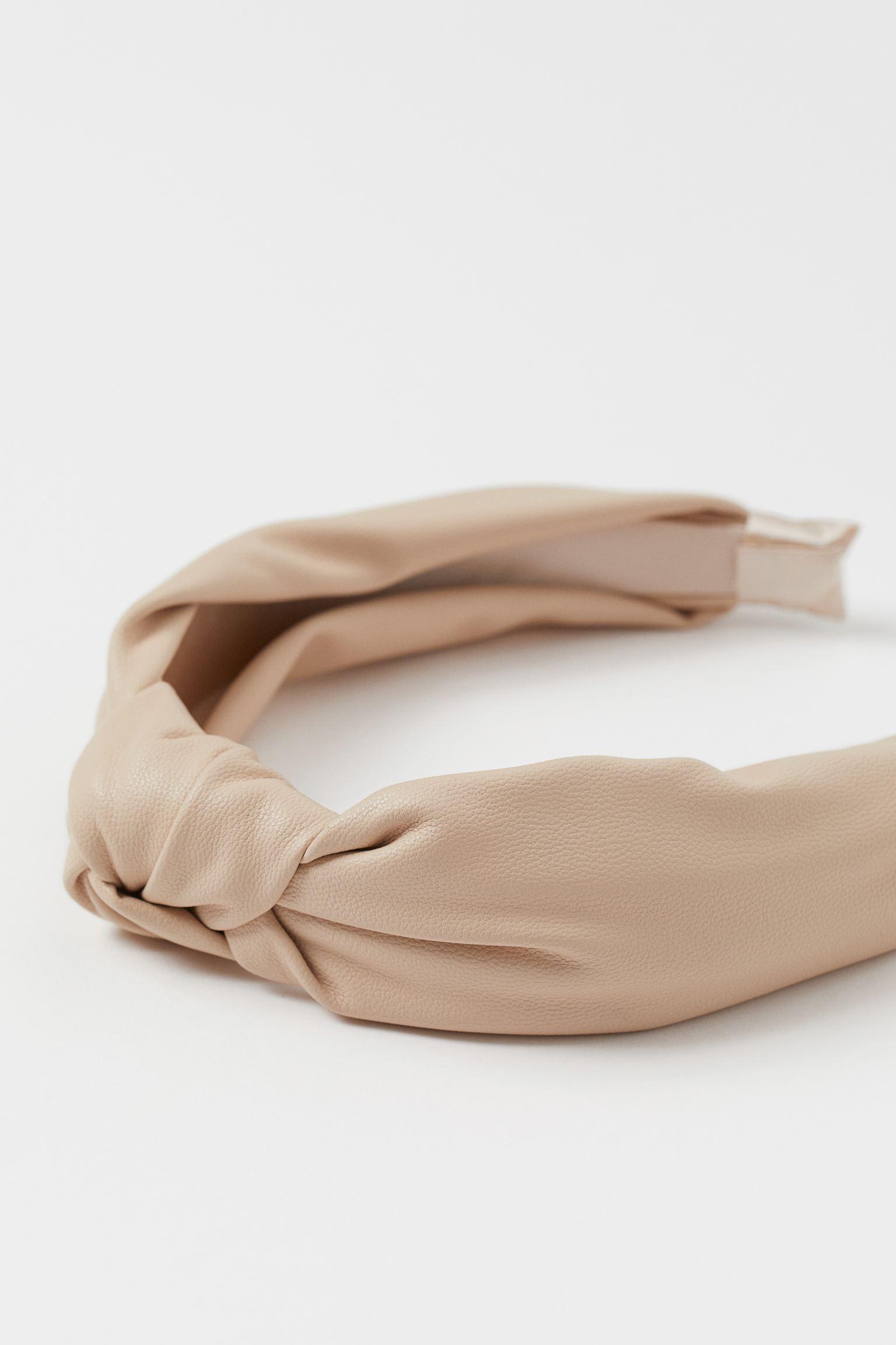 Diadema de piel sintética en nude con nudo