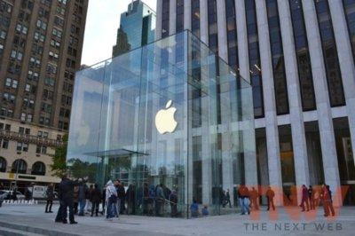 La Apple Store de la Quinta Avenida ya luce su nuevo cubo de cristal