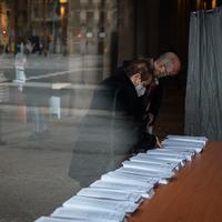 Cómo puede afectar a las elecciones de Madrid que se celebren un martes y no un domingo