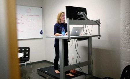 Según un nuevo estudio lo de trabajar sentado o de pie da igual