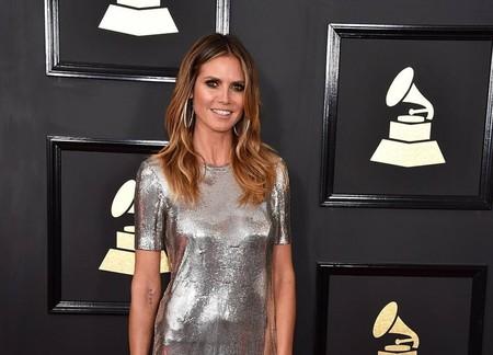 Heidi Klum parece haberse olvidado los pantalones en la alfombra roja de los Grammy 2017