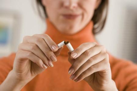 Desgranamos los motivos por los que engordamos al dejar de fumar