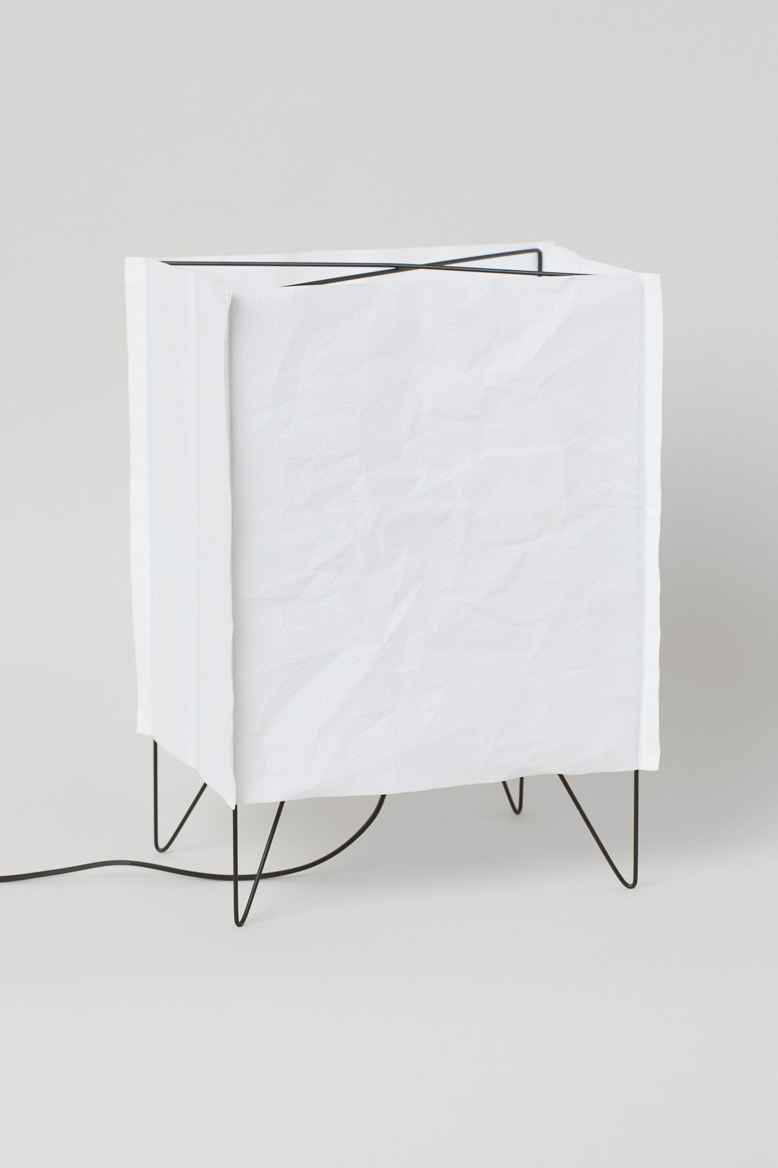 Lámpara de mesa con pantalla de papel