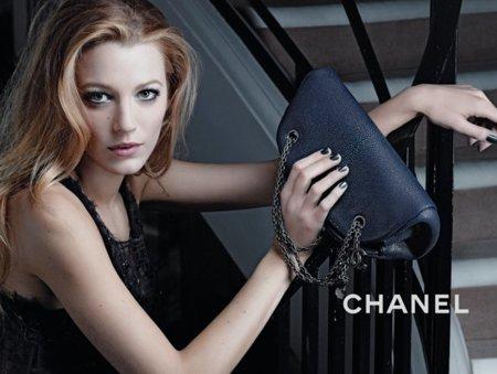 Nuevas imágenes y tomas extras de Blake Lively para la campaña de bolsos de Chanel Mademoiselle