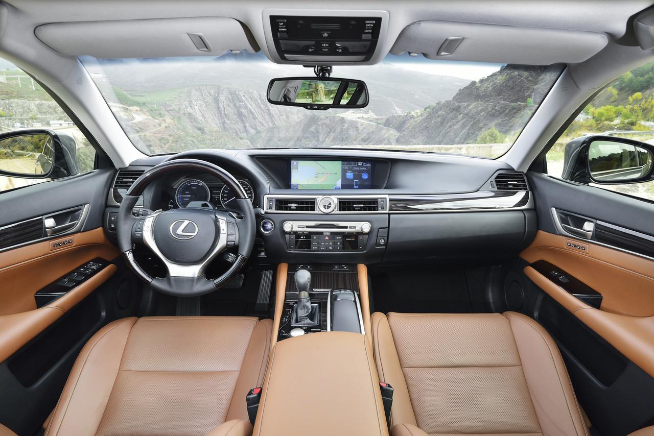 Foto de Lexus GS 300h (18/153)