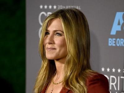 Jennifer Aniston se desmarca de todas con un traje en los Critics' Choice Awards