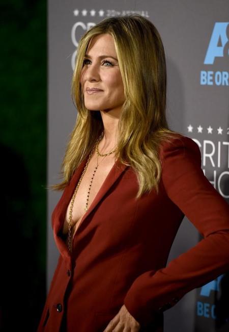 Jennifer Aniston se desmarca de todas con un traje en los Critics' Choice Awards