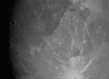 La nave Juno envía las dos primeras fotos de Ganímedes, una luna de Júpiter, a la Tierra: estas son las imágenes publicadas por la NASA