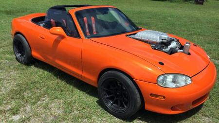 ¿Quieres un Mazda MX-5 con motor de Hellcat? Es tu día de suerte, saldrá uno a subasta