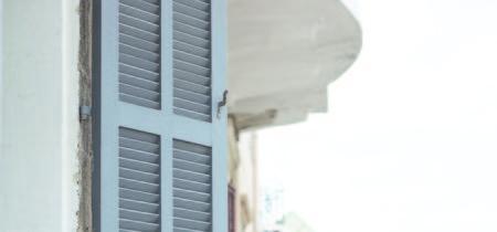 Para balcones pequeños en los que casi no cabe nada, Urban Knit de Curver puede ser la solución