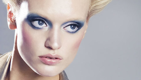 El look de maquillaje 'Dream in space' de Lola Make-up paso a paso. Primavera/Verano 2012