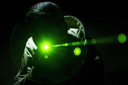 Los manifestantes de Hong Kong empiezan a usar láseres contra la policía para evadir los sistemas de reconocimiento facial