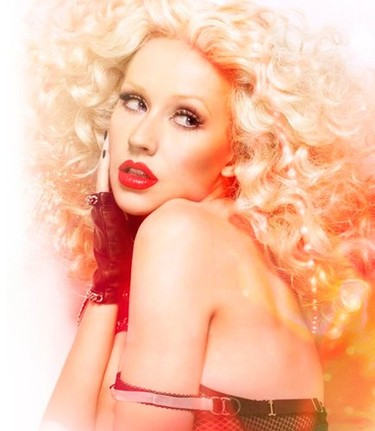 Christina Aguilera enseña la patita con su nuevo disco