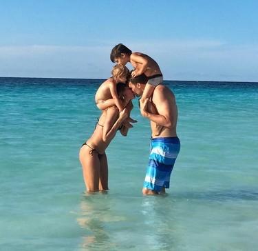 Estampas de verano: la familia feliz de Gisele Bündchen y la misteriosa foto de Hiba Abouk