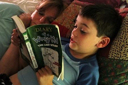 Esto es lo que podemos hacer los padres para que nuestros hijos mantengan el interés por la lectura