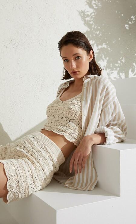 La nueva colección de Stradivarius apuesta todo al crochet en forma de vestido, bralette o falda
