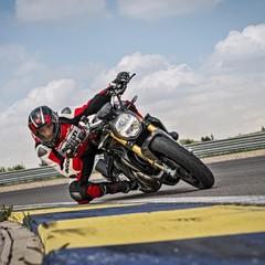 Foto 35 de 68 de la galería ducati-monster-1200-s-2020-color-negro en Motorpasion Moto