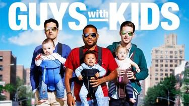 """""""Guys with Kids"""": una serie en la que los padres portean al revés"""
