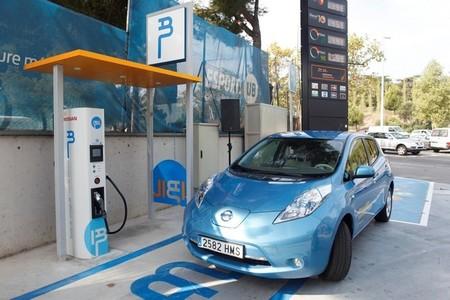 Nuevo punto de recarga rápida público en Barcelona, gentileza de Ibil y Nissan
