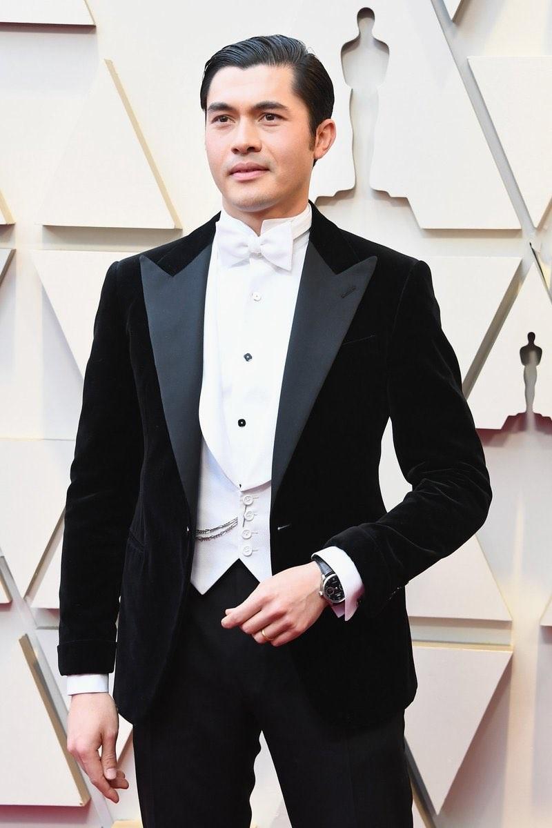 Henry Golding domina el smoking como nadie en su look de Ralph Lauren para  los Premios Óscar 2019 ad161adb34a