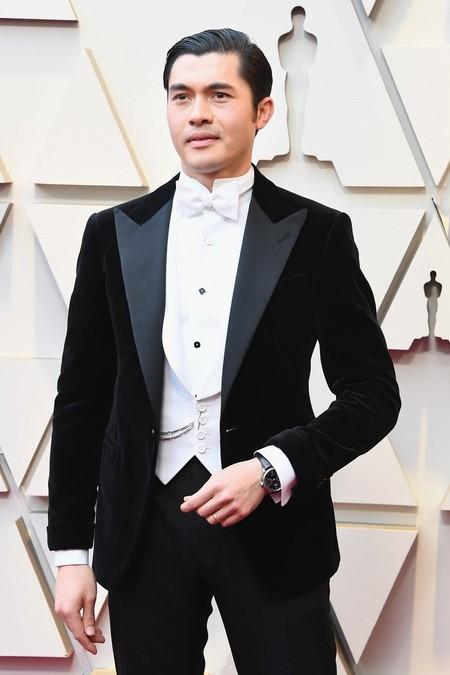Henry Golding domina el smoking como nadie en su look de Ralph Lauren para los Premios Óscar 2019