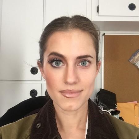 Allison Williams Selfie Maquillaje