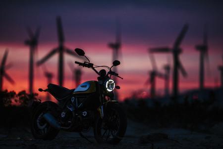 Motorpasión a dos ruedas: el top 5 de motos a probar en 2015 y el polaco loco defensor del bosque